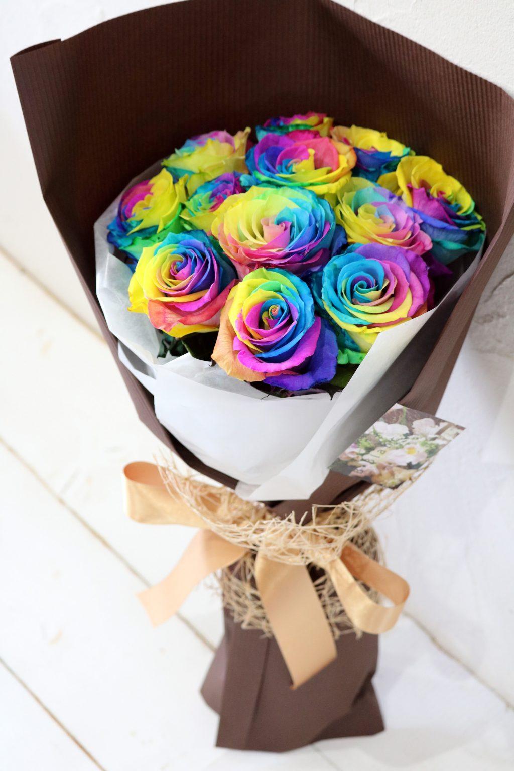 花束 12本のレインボーローズの花束