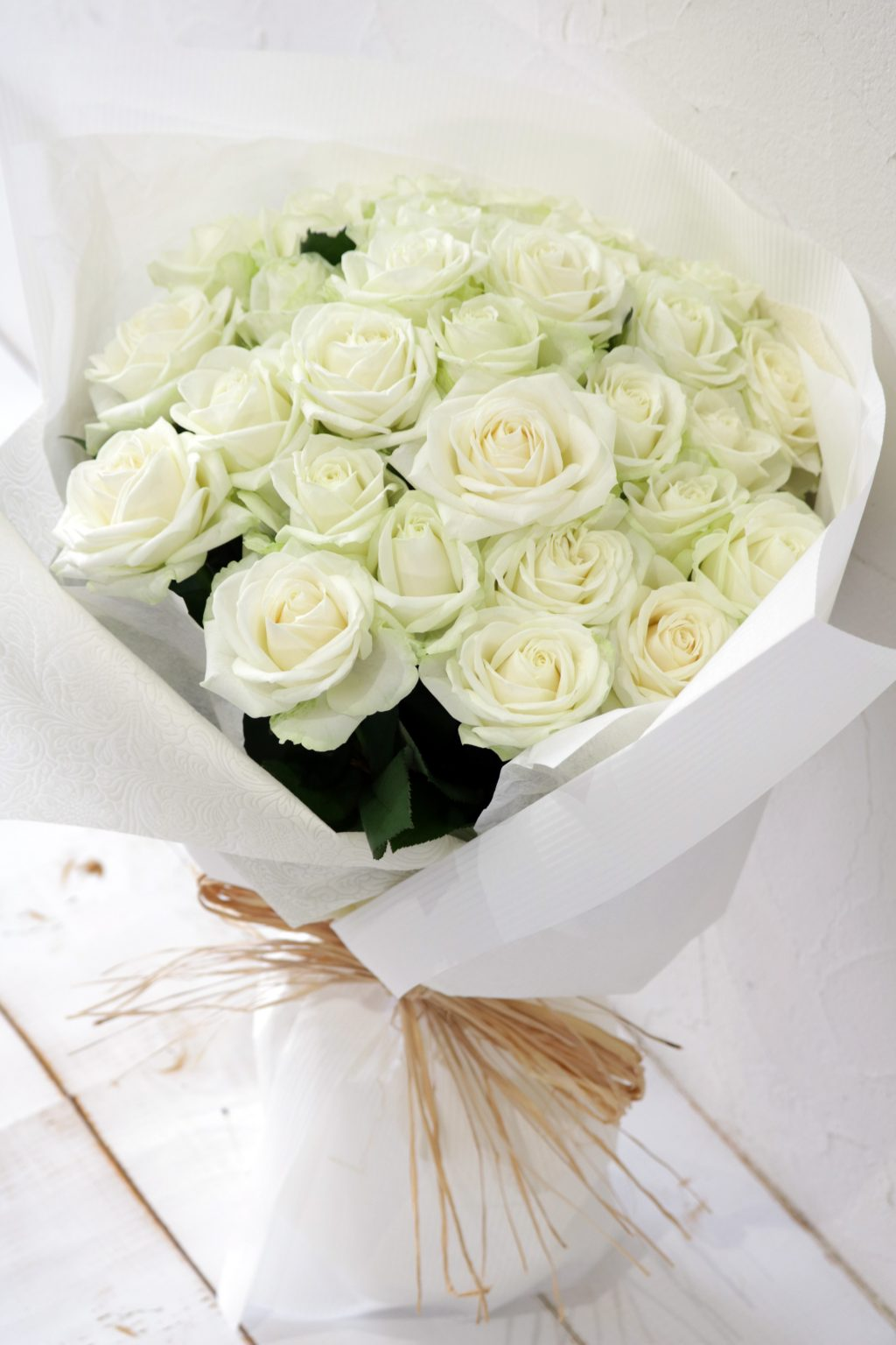 ホワイトデー 白いバラの花束