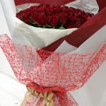 花束 100本の赤バラの花束